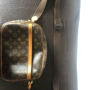 LV message bag in great condition!